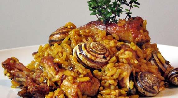 Paella con caracoles y carne
